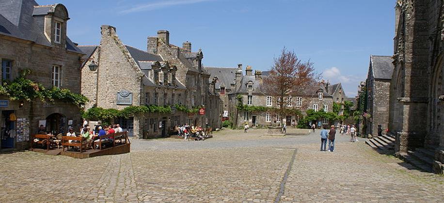 Locronan visitez douarnenez et ses environs partir d for Logis de france annecy et environs